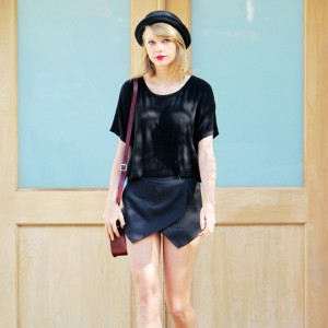 Taylor Swift in loose tee