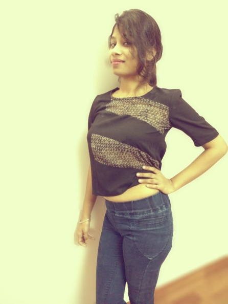 Styling the crop top with jeggings